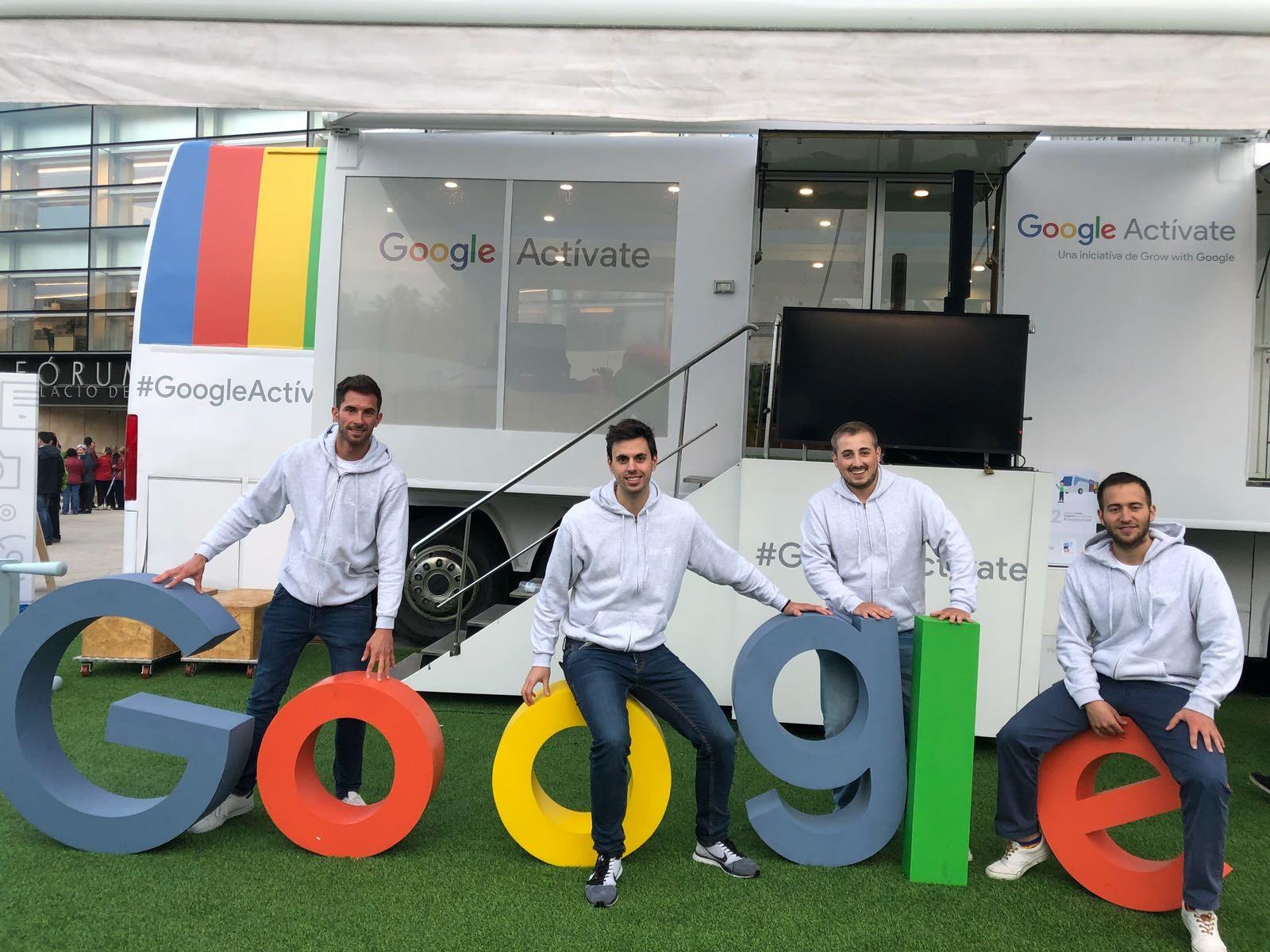 Google Roadshow: El autobús de Google llega a diferentes ciudades de España.
