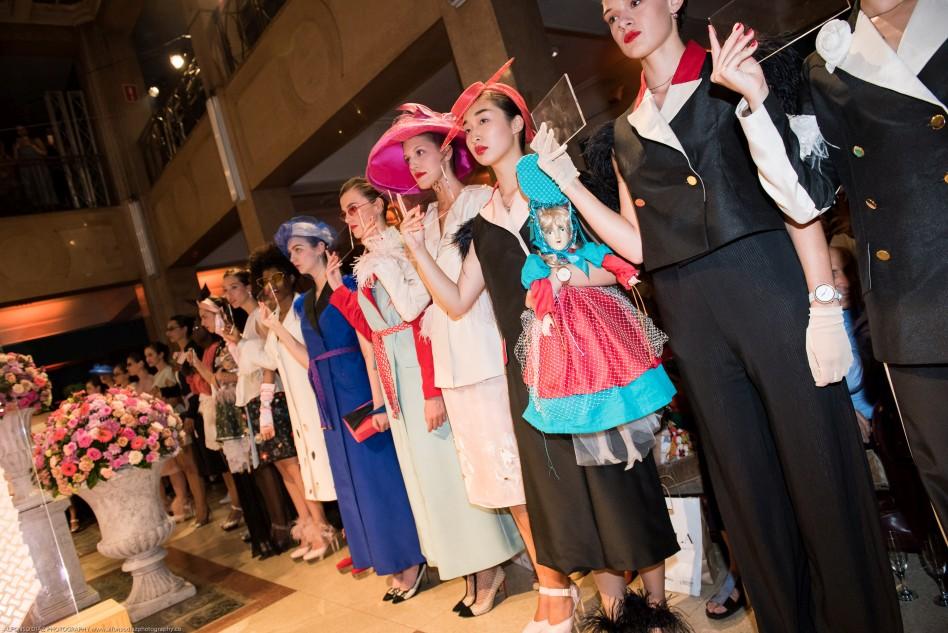 Ion Fiz presenta su última colección Boudoir con las modelos de Six Management.